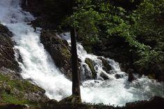 Der Winnerfall in Scheffau hat etwas Zauberhaftes an sich. Er führt nur für wenige Wochen Wasser, nämlich zur Schneeschmelze, also etwaab April bis Mitte Mai und bei Wolkenbrüchen. Und wenn, dan
