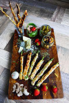 パイシートで簡単! ハーブ香るお洒落朝ごパン 3種のハーブ×ソーセージ×オリーブパイのアスパラ巻 チーズストロー  - スパイス大使 -|レシピブログ