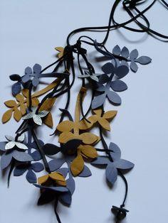 Ash & minacones necklace, leather.