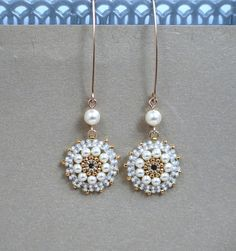 Long pearl earrings. Bridal pearl earrings Pearl por LioraBJewelry