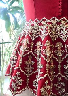 Planning to do your wedding shopping this month? Then you need to make note of these Designer Bridal Sale that are happening both online and in store. Hand Embroidery Dress, Couture Embroidery, Embroidery Suits, Embroidery Fashion, Indian Embroidery, Pakistani Fancy Dresses, Beautiful Pakistani Dresses, Pakistani Dress Design, Lehenga Choli