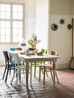 Königliche Tafelrunde... Sweet Home, Scandinavian Home, Blog, Dining Table, Couch, Furniture, Home Decor, Romance, Nature
