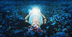 La vida es causa y efecto, la energía se mueve constantemente desde nuestro interior hasta nuestro exterior , emanando y reflejándos...