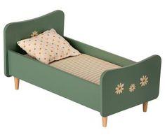 Ez a következőket tartalmazza: Maileg - Preorder Wooden Bed, Mini- Mint Blue - Mumzie's Children