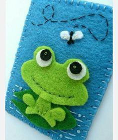 Maybe a quiet book page with more flies to catch Felt Phone Cases, Felt Case, Diy Quiet Books, Felt Quiet Books, Sewing Crafts, Sewing Projects, Frog Crafts, Felt Decorations, Felt Patterns