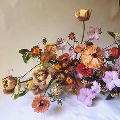 Beautiful spring colors for wedding flowers Winter Wedding Flower Inspiration, Modern Wedding Flowers, Winter Wedding Flowers, Fall Flowers, Floral Wedding, Beautiful Flowers, Rose Wedding, Wedding Bouquets, Ikebana Arrangements