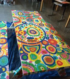 BBTVT-e1399555845179-1024x768-680x999.jpg (680×768) Paint Furniture, Funky Painted Furniture, Furniture Makeover, Cool Furniture, Furniture Design, Bathroom Furniture, Painted Picnic Tables, Painted Benches, Funky Chairs