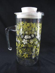 Pyrex Crazy Daisy Spring Blossom Pattern. 1 Qt Glass Pitcher.