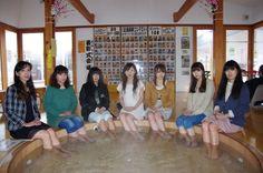 足湯美脚コンテスト  群馬県昭和村の道の駅「あぐりーむ昭和」
