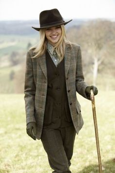 English country wear: plaid and tweed required, walking stick, optional. English Country Fashion, British Country Style, Mode Country, Estilo Country, Country Wear, Country Girls, Country Women, Country Clothing Women, Country Outfits English
