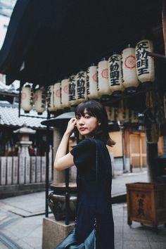 Photography Women, Portrait Photography, Fashion Photography, Girl Photo Poses, Girl Photos, Japanese Photography, Street Portrait, Outdoor Portraits, Female Poses