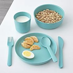 Made from bamboo, our Aqua Bambino Kids Cutlery is the perfect mealtime companions. These adorable forks, knives and spoons are free of BPA, PVC, and Phthalates. Baby Plates, Kids Plates, Kids Dishes, Baby Registry Items, Aqua, Dish Sets, Dinner Sets, Cutlery Set, Baby Feeding