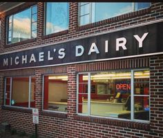 This epic ice cream trail in Connecticut just might be the answer. It's the perfect summer adventure! Love Ice Cream, Ice Cream Parlor, Best Ice Cream, Turkey Farm, Best Diner, Old Lyme, Local Milk, Ice Cream Flavors, Swimming Holes