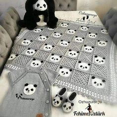 Image may contain: indoor Baby Afghan Crochet, Crochet Quilt, Diy Crafts Crochet, Crochet Home, Crochet Stitches Patterns, Baby Knitting Patterns, Crochet Panda, Crochet Baby Clothes, Crochet Accessories