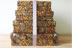 4 boites gigognes rectangulaires habillées de papier japonais; Les finitions sont parfaites. Pour les papiers-de-Lucas.
