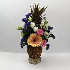 Schöne Idee fürs Kalte Buffet, zur Hochzeit oder zum Geburtstag mit einer Ananas und Blumen eine schöne Dekoration selber zu machen. Gerbera, Floral Wedding, Wedding Flowers, Table Centerpieces, Table Decorations, Floral Arrangements, Buffet, Art Floral, Videos