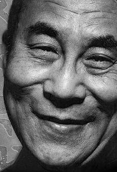 Dalai Lama - ik kan niet anders dan blij, gelukkig en rustig worden als ik zijn gezicht zo zie... wat een Liefde