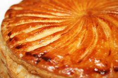 """La Cuisine de Bernard: Le Pithiviers ou """"Galette des Rois à la Frangipane"""" à la creme d'amandes : creme pâtissière et frangipane"""