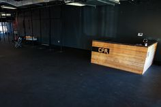 Boxing Gym Design, Warehouse Gym, Office Reception Design, Backyard Gym, Gym Setup, Gym Facilities, Crossfit Box, Gym Interior, Gym Lockers