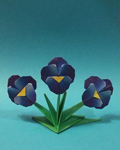"""""""Liberdade de voar num horizonte qualquer, liberdade de pousar onde o coração quiser"""" (Cecília Meireles) Amor-perfeito de @aoyagishoko ;… Origami Quilt, Origami Flowers, Quilts, Photo And Video, Instagram, Plants, Painting, Image, Videos"""