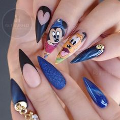 Top 33 Disney Nail Art Ideas to Make Your Manicure Gorgeous Disney Nails to Spice Up Your Fashion Disney nails is what you must undoubtedly opt for next time you're choosing a style. Don`t you like Walt Disney cartoons? Cure Nails, My Nails, Nail Art Dessin, Mickey Mouse Nails, Nail Lacquer, Nagel Gel, Perfect Nails, Trendy Nails, Classy Nails