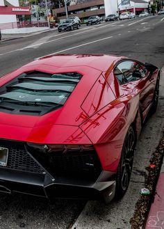Lamborghini Aventador lp 720-4 rosso mars