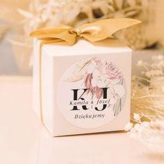Zestaw kwadratowych pudełeczek na prezenty dla gości #pudełeczkanaprezenty #wesele Container, Gift Wrapping, Rustic, Gifts, Gift Wrapping Paper, Country Primitive, Favors, Farmhouse Style, Gift Packaging