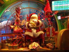 Why you should visit New York City in Winter--NYC's Macy's Santa is always the best!