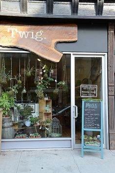 Very cute store front- Twig Terrariums Shop . Love the live edge wood used on the sign.Bob Phibbs 7 Tips for Compelling Signage for Retail Stores Twig Terrariums, Terrarium Shop, Boutique Interior, Cute Store, Shop Facade, Decoration Vitrine, Fleur Design, Cafe Shop, Shop Fronts