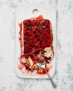 Ottolenghi's summer recipes Yotam Ottolenghi's strawberry tiramisù cake.Yotam Ottolenghi's strawberry tiramisù cake. Yotam Ottolenghi, Ottolenghi Recipes, Food Cakes, Cooking Chef, Cooking Recipes, Cooking Oil, Bolo Tiramisu, Tiramisu Recipe, Just Desserts