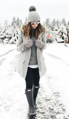 025cc1e4064 Street Style Chic Winter Snow Outfits Copy Now What To Wear In A New York  City Snow Storm Fallwinter Clothing. Street Style Chic Winter Snow Outfits  Copy ...