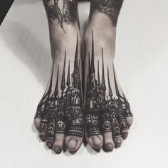 Working primarily in bold, black ink, these 13 top tattoo artists working in Kyoto, London, Berlin, Kiev and throughout the United States stand out for geometric and illustrative styles that put th…