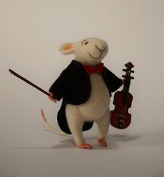 Needle felted mouse, white mouse, mouse with a violine, needle felted animal, cute mouse, wool felt, needle felted doll, gift idea, lovely