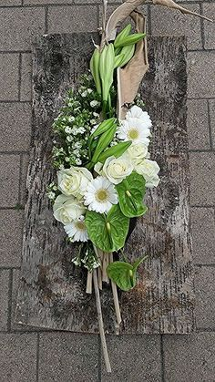 The Effective Pictures We Offer You About funeral men A quality picture can tell you many things. You can find the most beautiful pictures that can be presented to you about funeral velorio in this ac Deco Floral, Arte Floral, Grave Decorations, Flower Decorations, Modern Floral Arrangements, Flower Arrangements, Ikebana, Floral Bouquets, Floral Wreath