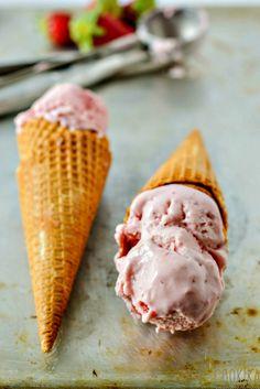Roasted Strawberries Ice Cream Roasted Strawberries, Strawberry Ice Cream, Ethnic Recipes, Desserts, Food, Strawberry Sorbet, Tailgate Desserts, Deserts, Meals