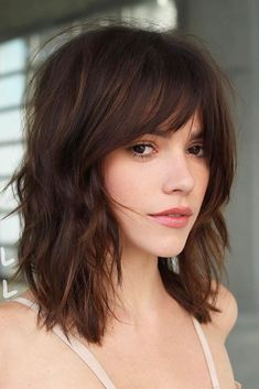 Textured Medium Length Hairstyles With Wispy Bangs ❤ No matter how you style medium hairstyles with bangs, they will always look stunning! Bear this thought in mind when you visit your stylist next time! length Hair 30 Perfect Medium Hairstyles With Bangs Cute Medium Length Hairstyles, Bangs With Medium Hair, Medium Long Hair, Medium Hair Cuts, Short Hair Cuts, Medium Hair Styles, Curly Hair Styles, Shoulder Length Hair Cuts With Bangs, Hairstyles For Medium Length Hair With Bangs