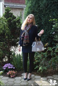 Oberteil: Vero Moda – Blazer: Zara – Tuch: Sonia Rykiel – Uhr: Michael Kors – Leggings: Blackmilk – Tasche: Guess – Ohrringe: Marc by Marc Jacobs – Schuhe: Michael Kors* – Armbänder: I am