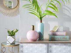 Home decor Idee, Pastell-mint-vase Decorative Leaves, Decor, Beliani, Mint Salon, Glass Vase, Cleaning Glass, Flower Vases, Ceramic Vase, Home Decor