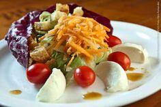 Via Castelli (jantar)    Salada italiana  Radicchio, alface, tomate cereja, mussarela de búfala, cenoura ralada e croutons  Molho  Azeite, vinagre balsâmico, parmesão ralado grosso, sal a gosto
