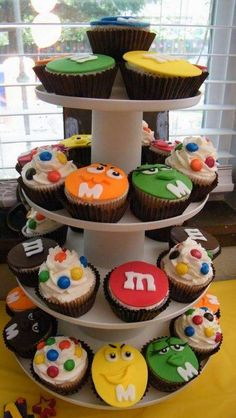 Kimberly B's Birthday / M&Ms - Photo Gallery at Catch My Party Easy Birthday Party Games, 1st Birthday Cakes, 70th Birthday Parties, Birthday Party Decorations, M And S Cakes, Fiesta Party, Mnm Cake, First Birthdays, Diy