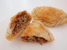 Empadas de Carne Light Spanakopita, Baked Potato, Carne, Tacos, Potatoes, Baking, Ethnic Recipes, Food, Health Recipes