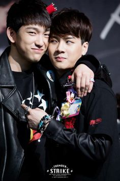 JR & Jackson <3 GOT7 Please look at Jackson he looks so angry like 'don't touch me like this'