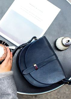 Sezane Claude Height: cm / in x Width 22 cm / in x Depth cm / 3 in My Bags, Purses And Bags, Fashion Bags, Fashion Accessories, Ethno Style, Winter Mode, Best Bags, Mode Style, Beautiful Bags