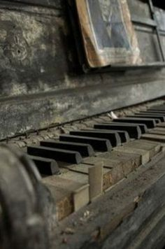 Abandoned and forgotten - Piano Abandoned Mansions, Abandoned Buildings, Abandoned Places, Old Pianos, Alter, Decay, The Past, Old Things, Antiques