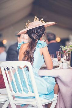 Chic, elegant and sexy Gala Dresses, Event Dresses, Bride Hairstyles, Pretty Hairstyles, Wedding Guest Looks, Outfits With Hats, Party Fashion, Wedding Styles, Marie