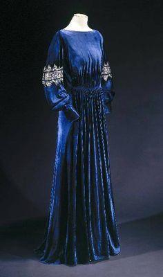 Dress Jeanne Lanvin, 1936 Musée Galliera de la Mode de la Ville... (OMG that…