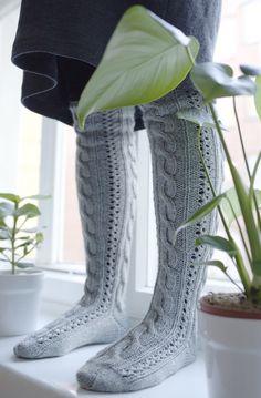 novita palmikkosukat ohje 7 veljestä pitkät villasukat Cable Knit Socks, Crochet Socks, Wool Socks, Knitting Socks, Knitting Charts, Knitting Patterns, Knee Socks, Mittens, Combat Boots