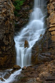 Awesome Natural Waterfalls Aruond the World