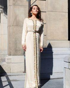 Moroccan Princesses | Nuriyah O. Martinez | 100 vind-ik-leuks, 1 reacties - Femelle Caftan-Verhuur/Verkoop (@femellecaftan) op Instagram: '▫L I M A Caftan▫ Wondering who did the make up... @kenzabeauty_ Openingstijden deze week*…'