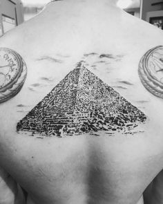 The+Great+Pyramid+Tattoo+Design+on+Back